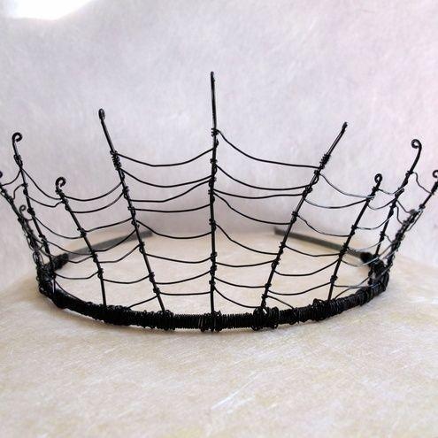 Não querem se preocupar com um traje real? Realizar uma tiara teia de aranha fácil com arame e uma tiara.   51 Cheap And Easy Last-Minute Halloween Costumes
