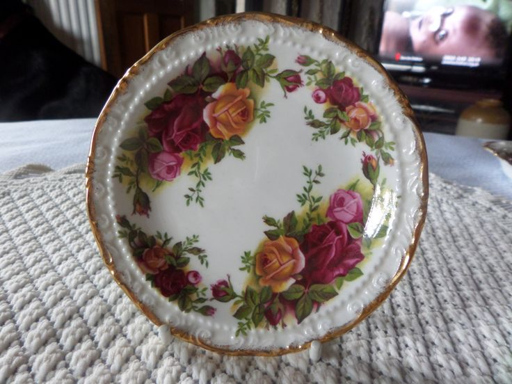 Royal Albert. Old Country Roses, Pin tray, 1980s china, Royal Albert tray, 22ct gilding, Country Roses, English bone china, by MaddisonsRainbow on Etsy