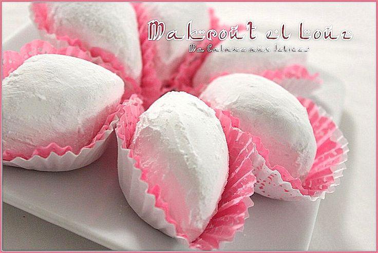Recette a base d'amande, citron, oeuf et recouvert de sucre glace, Makrout el louz est un classique de la pâtisserie algeroise. Son goût subtil de citron,