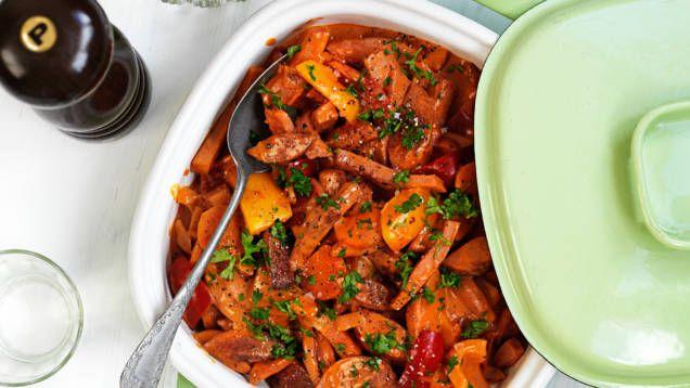 Enkla recept med falukorv - perfekta middagstips för den som har ont om tid och vill laga mat till många.