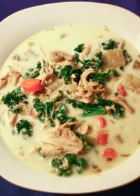 This Creamy Chicken Kale Soup is the perfect health soup!   the health wish