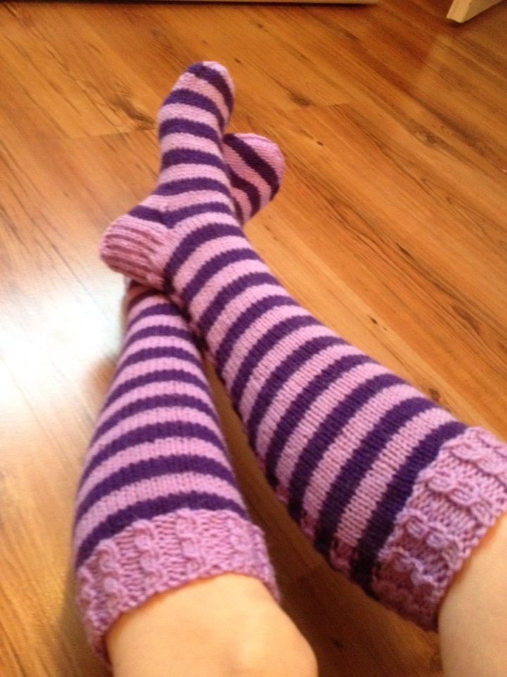 Violet stripes kneehigh socks