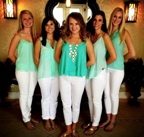 this would be a cute big/little/grand little pose