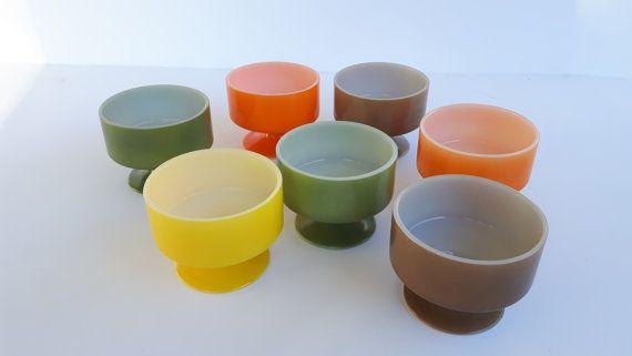 Sieben Dessert Cups. Sehr guter Vintage Zustand! Zwei grüne Avocado, zwei…