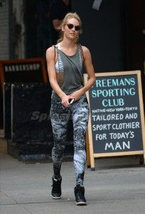Taylor Swift, workout clothes, fitness clothes, gym clothes.