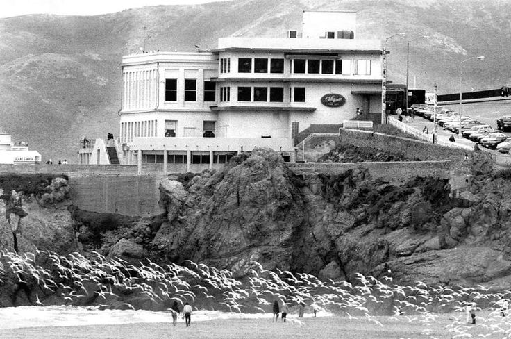 San Francisco's Cliff House. July 31, 1992 Photo: Michael Maloney, San Francisco Chronicle