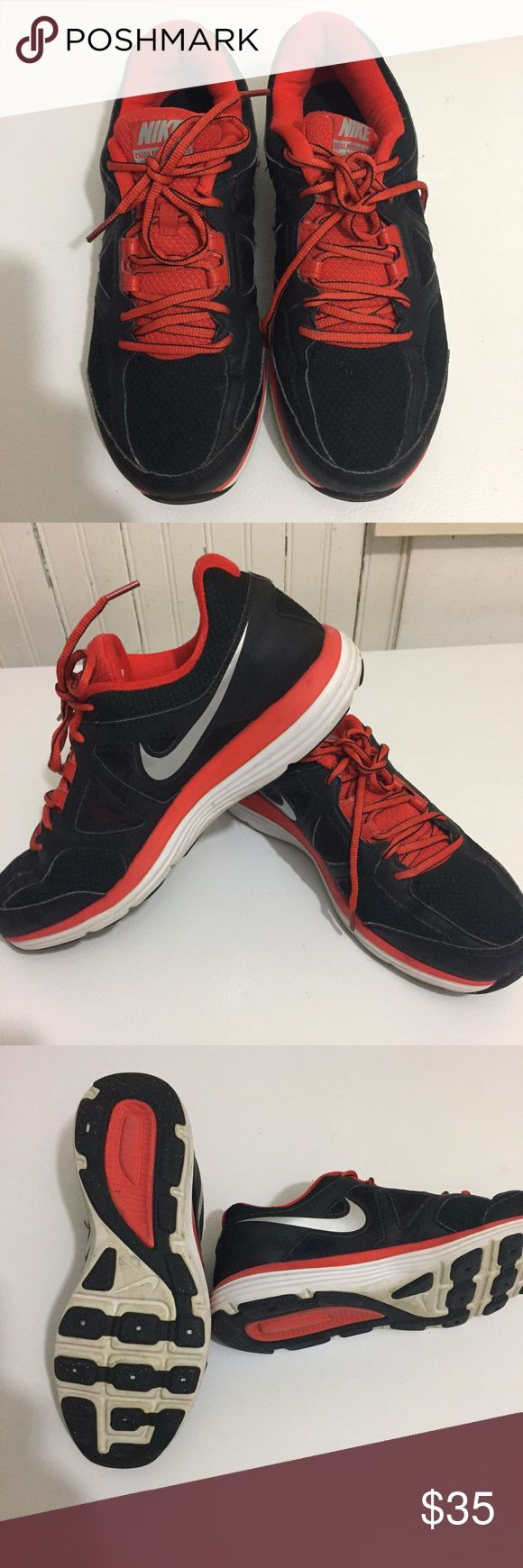 Men's nike sneakers Nike dual fusion sneakers in EUC.  Lot of miles left in this pair. men's size 9. NIKE Shoes Sneakers