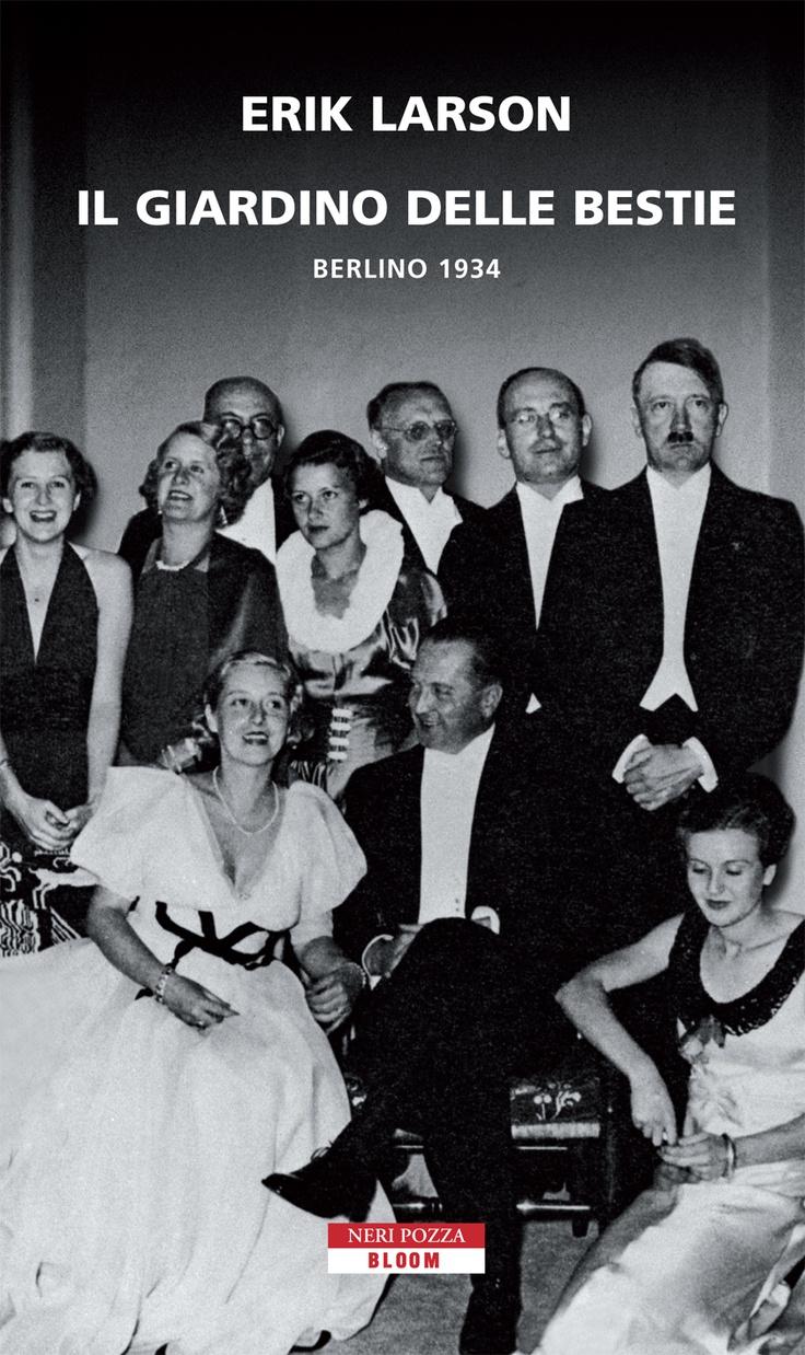 """""""Il Giardino delle Bestie. Berlino 1934"""" è la cronaca reale e diretta dell'ascesa al potere, nella Germania degli anni '30, del nazionalsocialismo e di come la follia di pochi ha dominato sulla vita di molti.  Erik Larson ci fa vivere questo periodo attraverso gli occhi dell'ambasciatore americano W.Dodd, salito in carica proprio nel 1933, e di sua figlia Martha. Entrambi capiranno ben presto che dietro i bei modi e le belle parole dei nazisti, si cela una brutalità disumana."""
