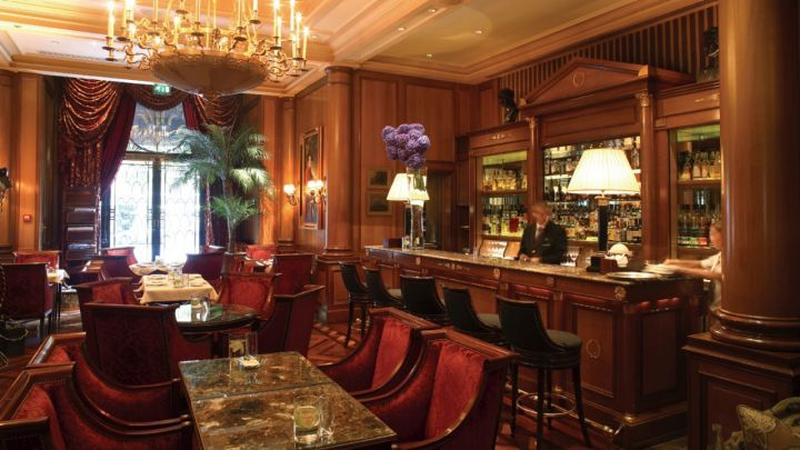 Four Seasons Hotel George V Paris- Bar example, great courting and windows. Great walls and Columns