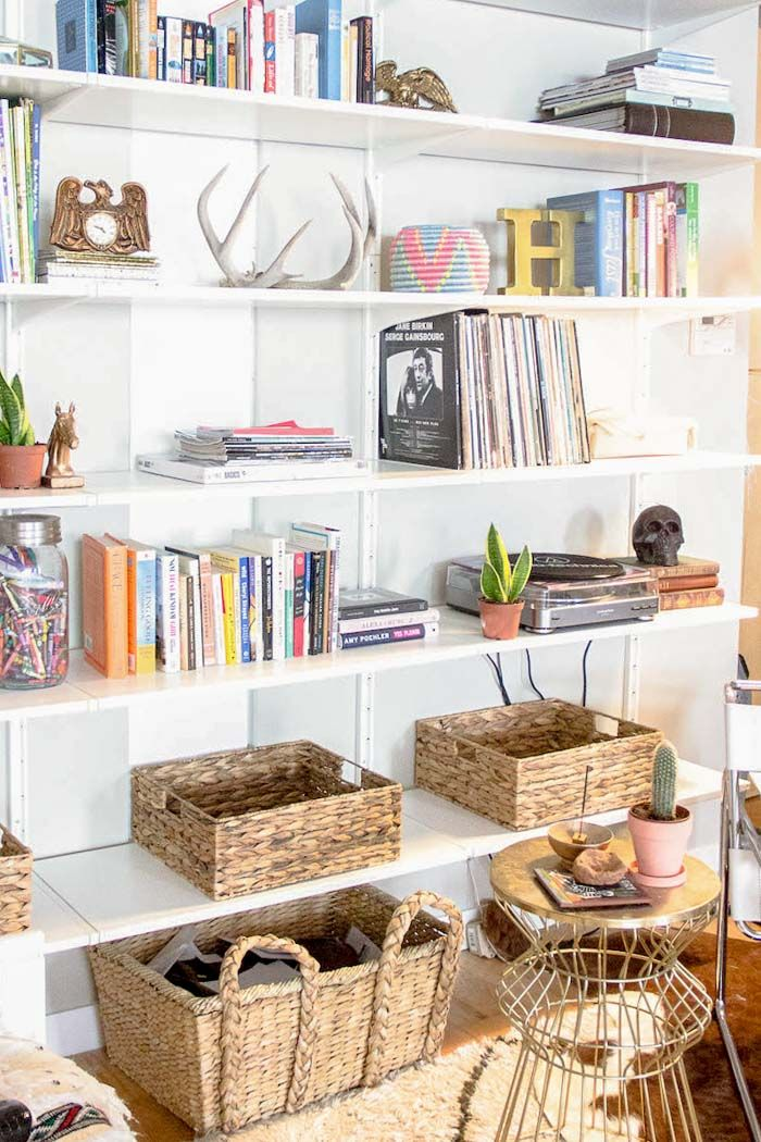 Les 69 meilleures images du tableau tagres bibliothques sur an open and industrial loft in brooklyn designsponge solutioingenieria Image collections