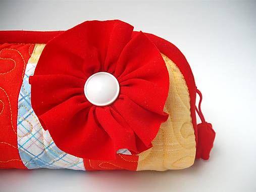 veronica / taštička červený kvet
