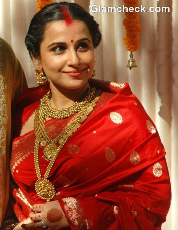 Vidya Balan wedding look red sari gold jewelry