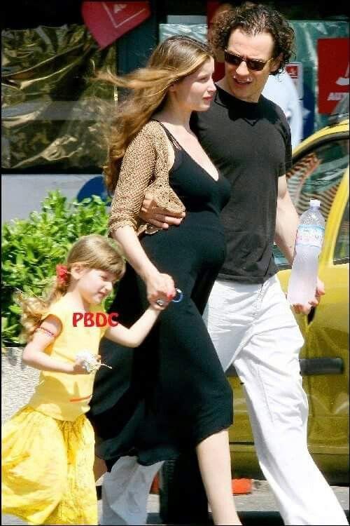 Laeticia Casta enceinte de son deuxième enfant avec son compagnon Stefano et sa fille Satheene!
