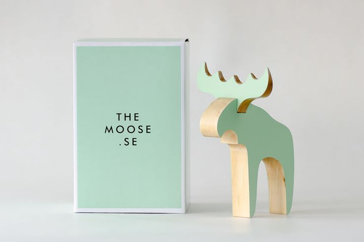 The Moose - Green Moose - These stylized moose combine a traditional and iconic animal with modern Swedish design. Created in varnished wood, this moose is a perfect gift to remind someone of that Swedish feeling.