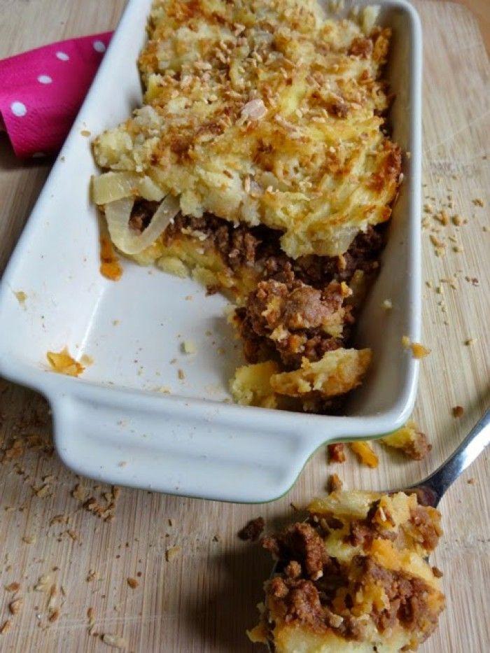Ovenschotel met puree, pittige gehakt, ui, appel en seroendeng. Ultiem comfort food voor herfstige en winterse dagen.