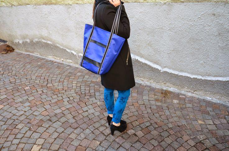WONDERLAND: Stripes bag.