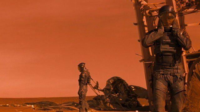 Auf dem Mars gibt es große Mengen Wassereis – das ist nicht neu. So tragen beide Pole des Roten Planeten Eiskappen, im Marsstaub sind rund zwei Prozent Wasser gebunden. Noch größer aber ist das Was…