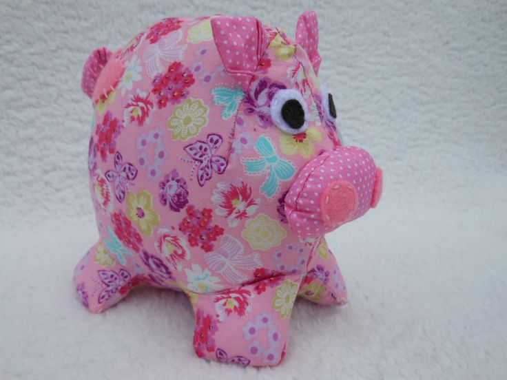Patchy Pig with her curly tail!
