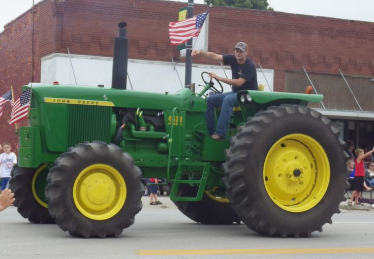 John Deere 4520 in the Tekamah 4th of July parade, 2016.