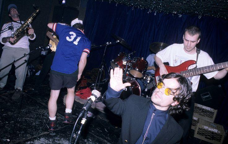 «Тогда я был очень зол». Журналисты нашли старые фото Питера Динклэйджа в качестве фронтмена панк-рок-группы