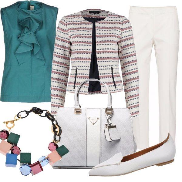 In ufficio o al mare o in città l'outfit bianco vi farà sempre sentire al top. Bello comodo e elegante curato nei dettagli e negli accostamenti di colore. I migliori tessuti e i migliori materiali per la donna che ama essere chic.