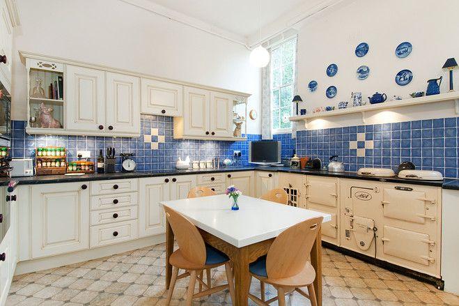 blue & white British kitchen design.