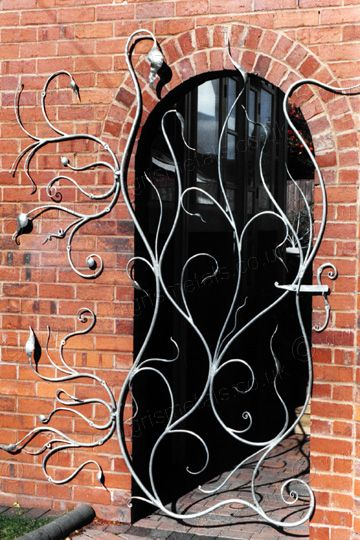 Contemporary Organic Garden Gate, Cheshire - a great creative example. Contact BPF Paint for paint spraying and powder coating 01908376476