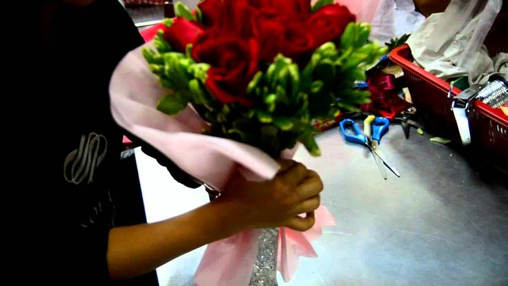 paper wrapped gift bouquet tutorial (include paper towel, foil & plastic wrap to hold water in) fast video... pause the timeline to see the step clearly...