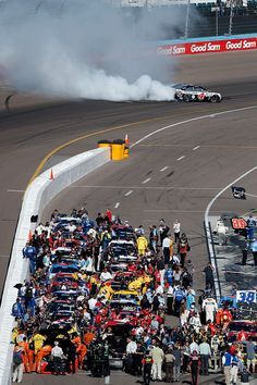 Kevin Harvick Photos Photos - Kevin Harvick, driver of the #4 Jimmy John's Chevrolet, celebrates with a burnout after winning the NASCAR Sprint Cup Series Good Sam 500 at Phoenix International Raceway on March 13, 2016 in Avondale, Arizona. - NASCAR Sprint Cup Series Good Sam 500