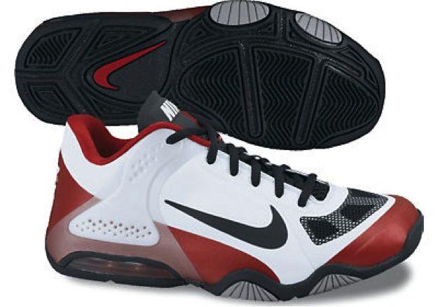 Nike Air Max Hyperbold Low  D'un design très agréable, cette chaussure performante apporte aussi une bonne stabilité et permet un bon contrôle des appuis sur le terrain.   Couleur blanche / rouge / noire.  Le coussin Air Max procure un bon amorti et une protection efficace contre les chocs.