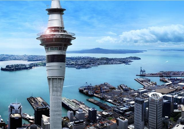 Centrally located in the heart of Auckland City, the 5-star SKYCITY Grand Hotel is an urban oasis of contemporary elegance and style.