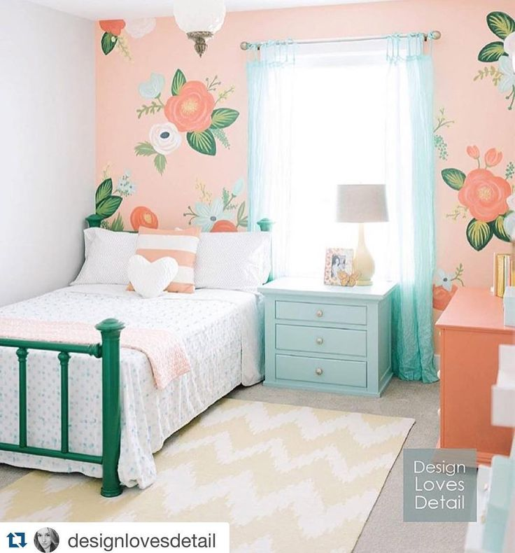 Guysss how cute is this bedroom!? I came across this and couldn't resist reposting from @designlovesdetail as I'm a sucker for a bright colorful room #harvestthemoon #Repost @designlovesdetail with @repostapp. Seems only fitting to share my most liked/shared/pinned room of the year on this last day of 2015! And if you're in UT did you know you can hire me to paint a wall like this for you? It's one of my favorite things to do! Send me an email if you want more info. Happy New Years Eve my…