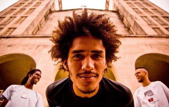 BandaMacaco Bong se apresenta no Sesc Consolação dia 24 de maio, às 19h. O power trio de Cuiabá desconstrói os arranjos da música popular em seus formatos convencionais e apresenta seu rock instrumental aliado a fortes elementos da música brasileira, jazz, experimentalismo e psicodelia.