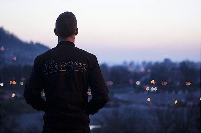 Men's Summer Jackets: 5 Tips for the Dapper Gent - http://www.dapperfied.com/mens-summer-jackets-tips/
