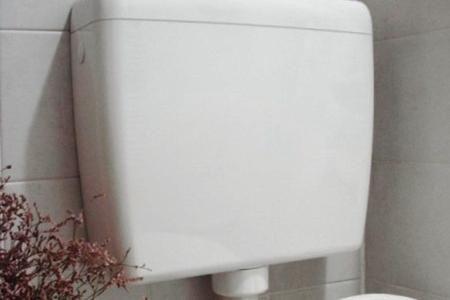 Come installare un nuovo sciacquone a cassetta sul WC