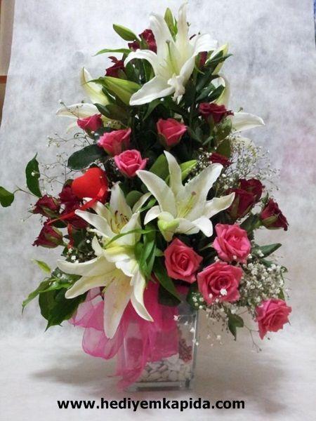 Balıkesir Çiçek Balıkesir Çiçek Renkli Güller ve Kazablanka Arajman   Her çiçeğin yeri ayrıdır ancak kazablanka (Casa Balanca) bambaşka bir çiçek. Kaliteli ve kendine has kokusu ile diğer çiçeklerden her zaman bir tur üste çıkıyor.