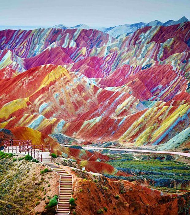 Photo : Les roches multicolores de la montagne Zhangye Danxia en Chine