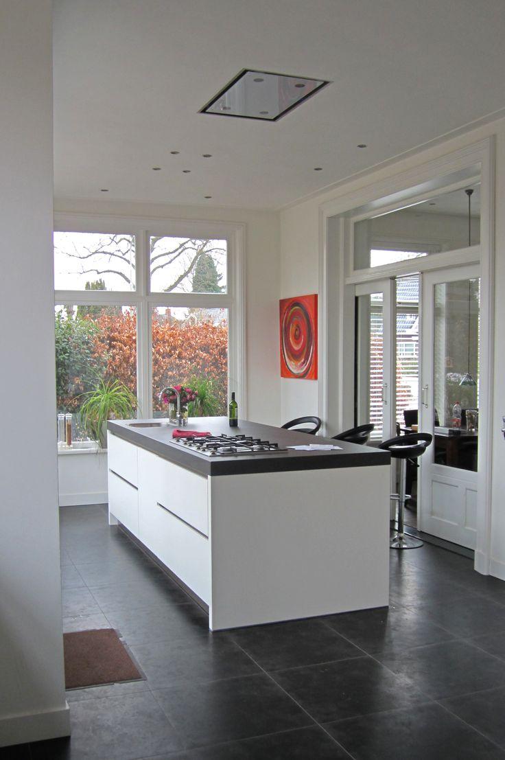 Designkeuken met plafond afzuigsysteem en inbouwspots, Odink Keukens Tynaarlo http://odinkkeukens.nl/