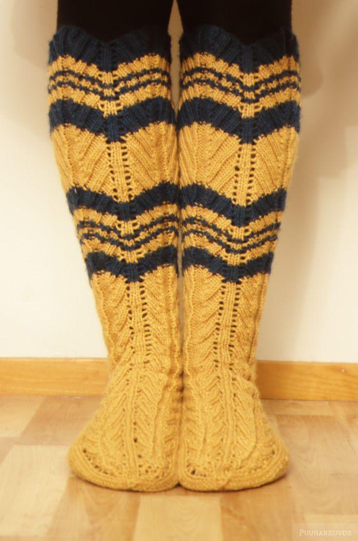 Vaikka näiden sukkien neulominen vaatiikin aika lailla keskittymistä, kannattaa sellaiset kuitenkin tehdä, niistä saa niin paljon keh...