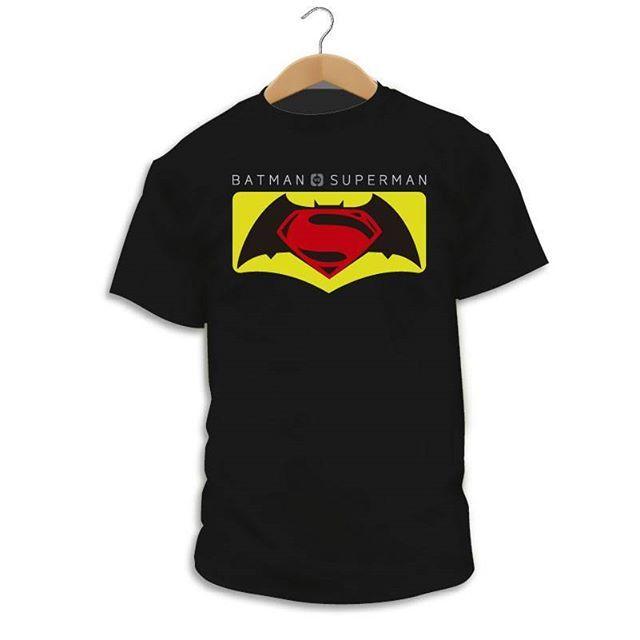 """Has visto nuestro diseño """"Batman vs. Superman""""? http://ift.tt/2Dmbiaq  Camiseta Superhéroe  Superman y Batman ambos superhéroes pero con distintos puntos de vista sobre lo que se debe de hacer para luchar contra el crimen distintos poderes distintas capacidades uno el luchador de la luz y el otro el caballero de la noche que pasará si se enfrentan el uno al otro... #Camiseta #CamaradaCamisetista #Design #Diseño #ShopOnline #Shopping"""