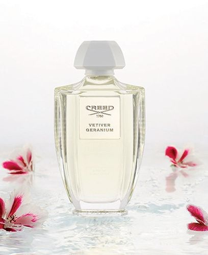 CREED | Vetiver Geranium. Kompozycją tą Olivier Creed przywołuje wspomnienie Bali - zapach zbudowano wokół aromatu indonezyjskiego wetiweru, bujnie porastającego tę tropikalną wyspę. W duecie z geranium tworzy on wibrujący, bardzo energetyczny, pobudzający i przyjemnie chłodny zapach.  #Creed #niche #perfume