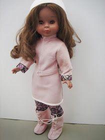Conjunto de abrigo o cazadora a elegir, falda y botas en una suave piel de ante color rosa palo, camiseta, medias y gorro a juego     Prec...