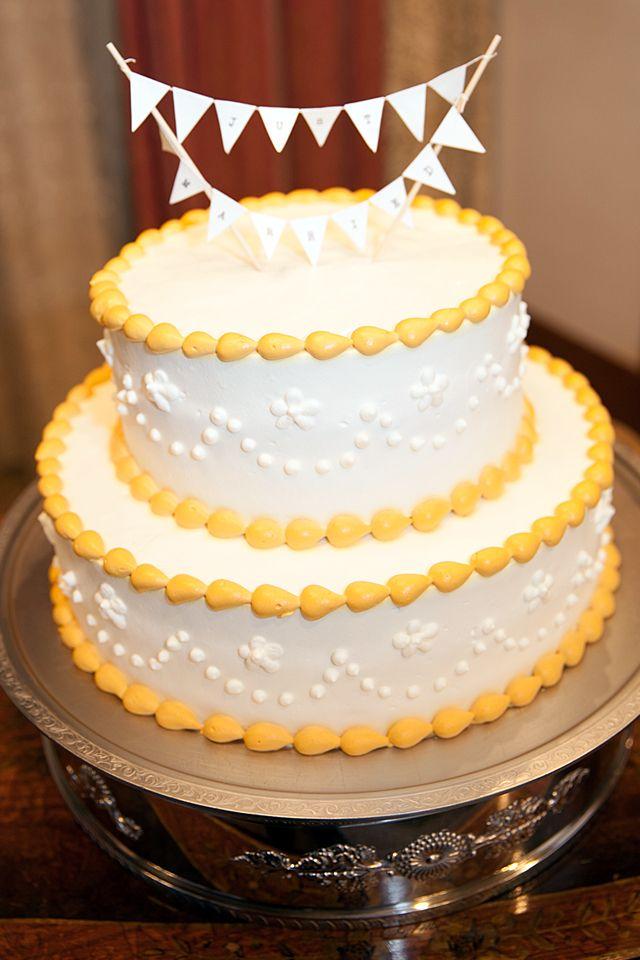 テーマカラーのカラフルケーキでケーキカット