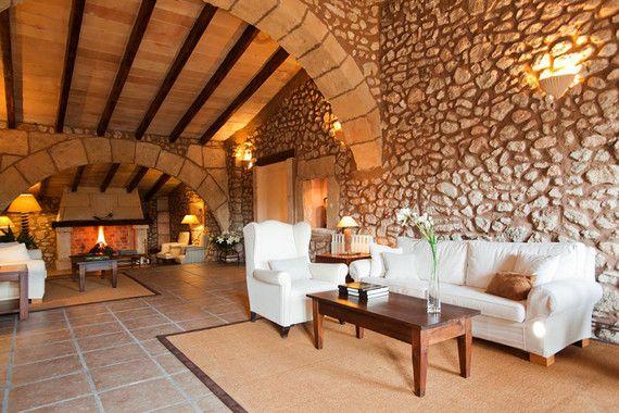 Gerade Mal 300 Einwohner zählt das kleine idyllische Dorf - herrenhaus 12 jahrhundert modernen hotel