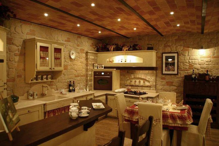 Oltre 25 fantastiche idee su case rustiche su pinterest case rustiche case con stile fienile - Cucine con camino ...
