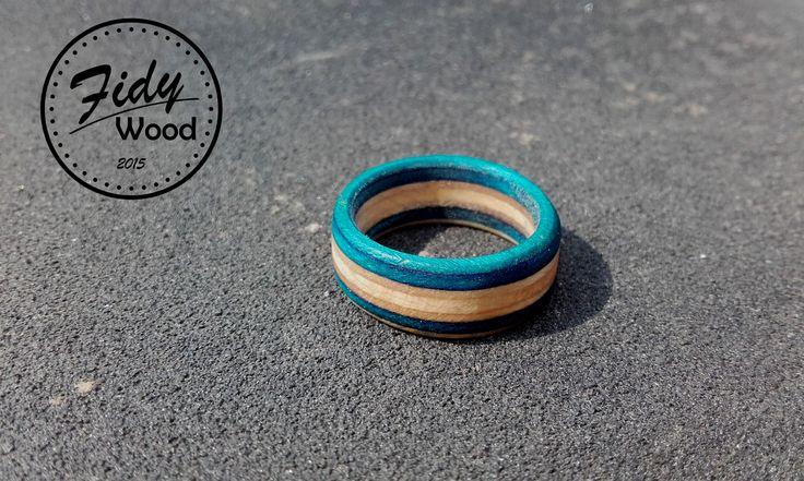 Recycled skate wood ring , ruční výroba , recyklované staré skate desky , restart skate deck , první kus z výroby prstenů Fidy Wood , Czech rep. recycled skate  product