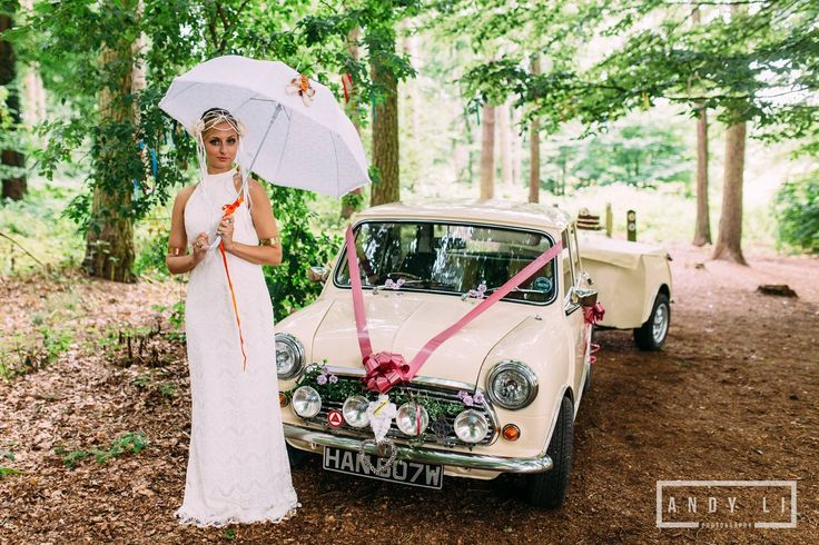 Beautiful hand decorated parasol from Lilly Dilly's, photo courtesy of ANDY LI photography #wedding #parasol #bespoke #couture #spring #summer