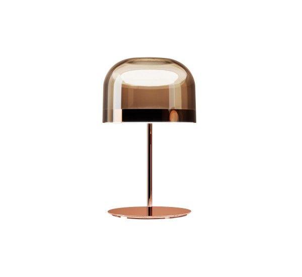 Equatore è una collezione di lampade ideate da Gabriele e Oscar Buratti, per FontanaArte Equatore ha un design che si inspira alle classiche lampade con paralume in vetro, con delle differenze sostanziali che la rendo particolare e affascinante. Il diffusore, che nelle lampade classiche alloggiavano la sorgente luminosa, in Equatore è vuoto e l'effetto luminoso è prodotto da due dischi luminosi all'interno di una fascia metallica centrale, visibile sul paralume e che richiama la linea…