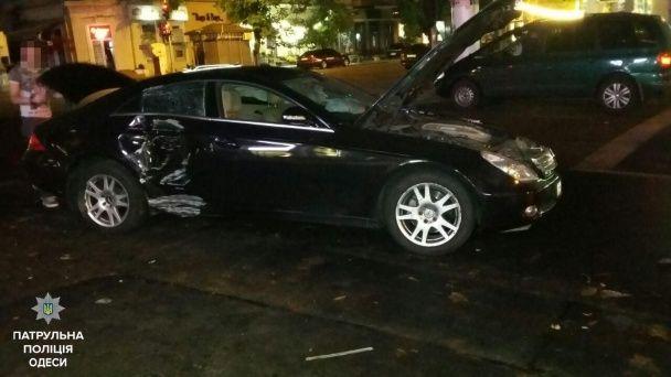 В Одесі водій Mercedes влаштував ДТП і відкрив стрілянину - Телевизионная служба новостей 11