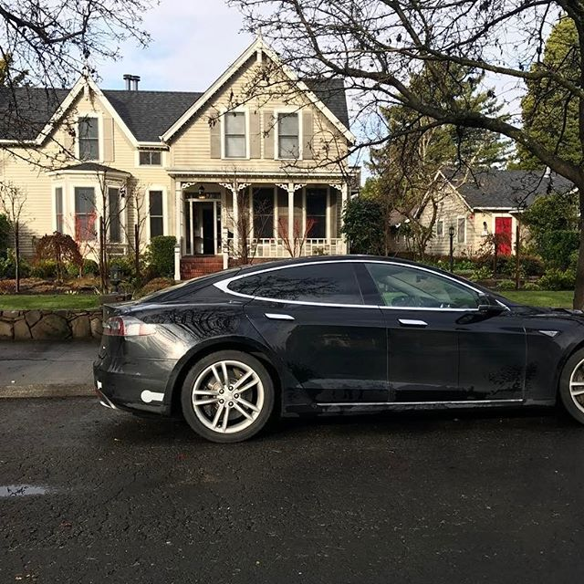 Thanks to @teslamotors, our guests know how to ride in style. The Inn is equipped with a #tesla charging station, so your car can recharge while you rest. #green #teslachargers #environmentalfriendly  @teslatours